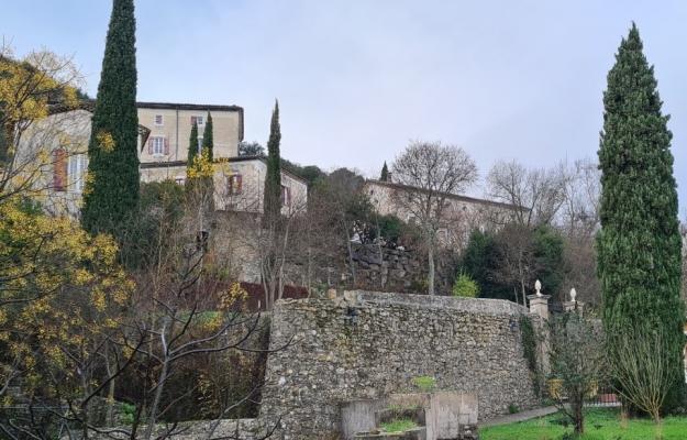 Languedoc-Roussillon Village de gîtes à vendre